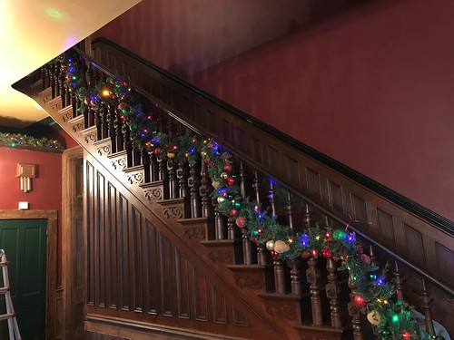 The staircase banister just needs the bows.