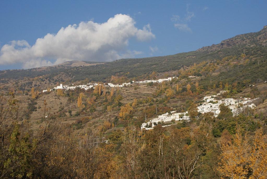 Vue sur les villages de Capileira et Bubión dans la Sierra Nevada.