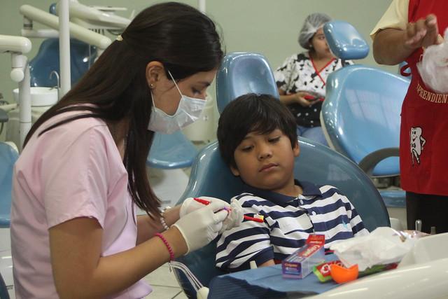 """Megacampaña de la Facultad de Odontología de la USMP """"Aprendiendo a Sonreir"""" atendió a niños de habilidades diferentes"""