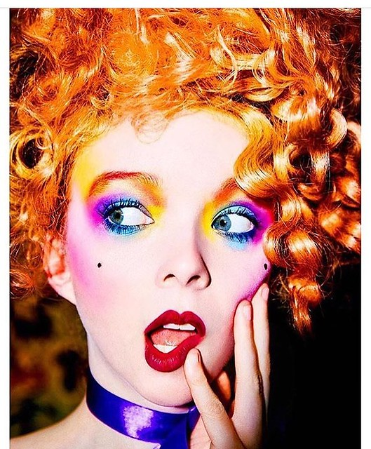 How adorable is this look? And who else is so friggin' tired today from the time change?? (thanks @ellenvonunwerth 🌈)