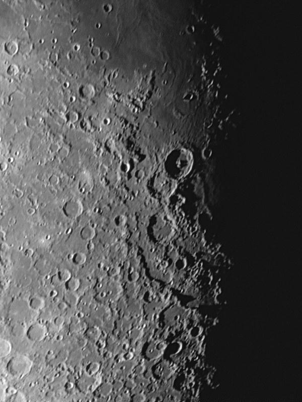 テオフィルス、アルタイの崖 (2017/11/9 03:39)(300枚スタック、sharpened)