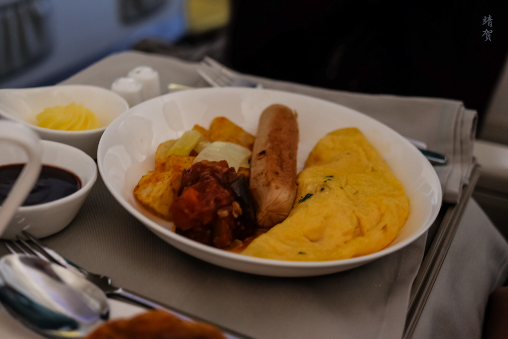 Omlette and sausages