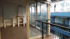 Atico en pleno centro al lado de la playa, de origen totalmente para reformar. En su inmobiliaria Asegil en Benidorm le ayudaremos sin compromiso. www.inmobiliariabenidorm.com