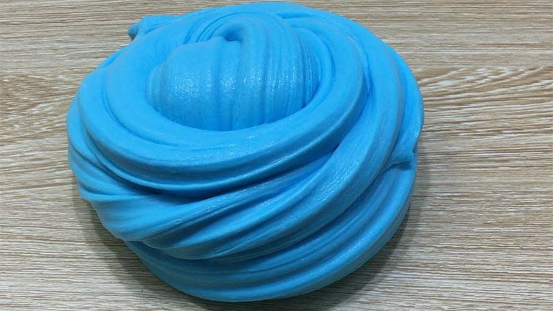 Slime terbuat dari tepung jagung (maizena)