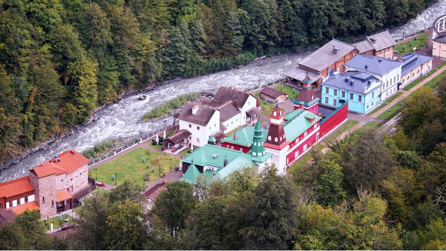 Почти 170 тысяч туристов приняли курорты Краснодарского края в период ноябрьских праздников