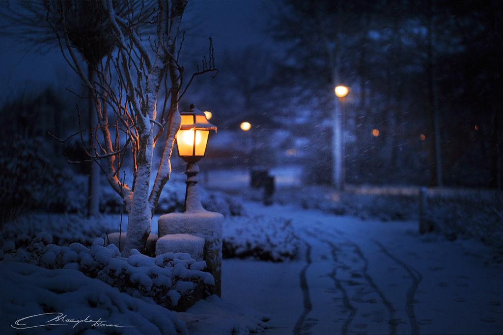 Een Warme Winter : Dusk snow and warm winter lights dusk magic in our neighbu flickr