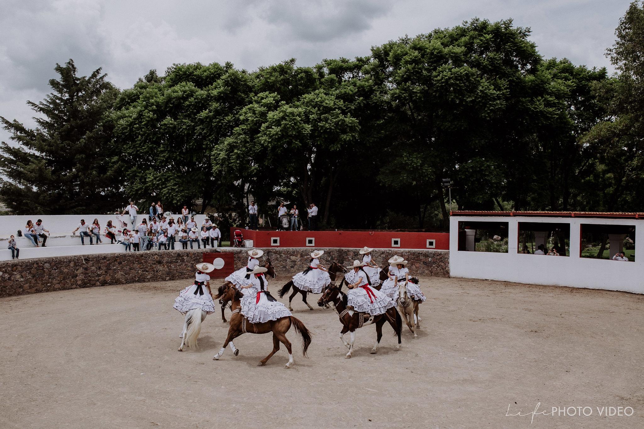 SanMigueldeAllende_Wedding_Callejoneada_Vaquillada_0011