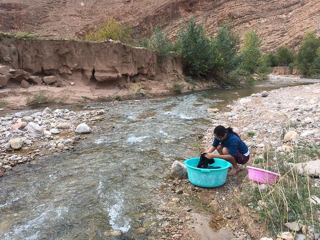 川へ洗濯に出かけた