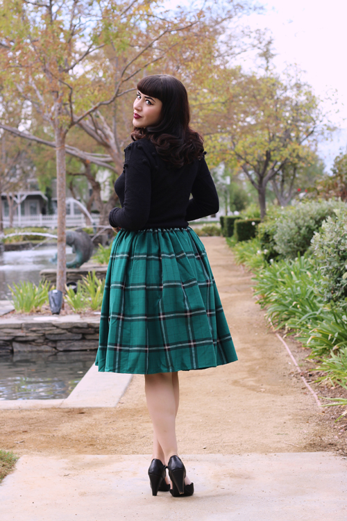 Collectif Mainline Barbara Pom Pom Jumper Collectif Vintage Jasmine Evergreen Check Swing Skirt