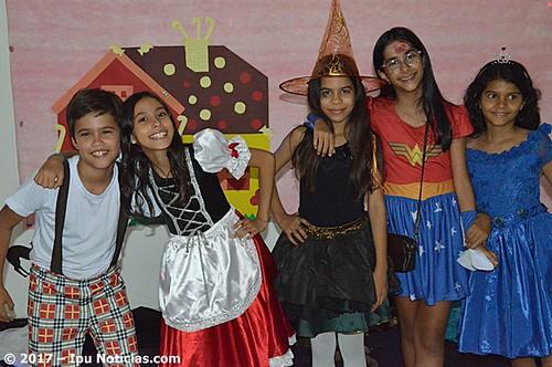 Side By Side Idiomas-Festa de Halloween