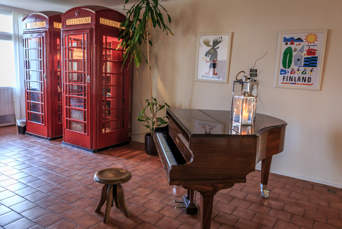Tammisaari Hotel Sea Front ruokapaikka Raasepori #visitsouthcoastfinland vanha puhelinkoppi flyygeli
