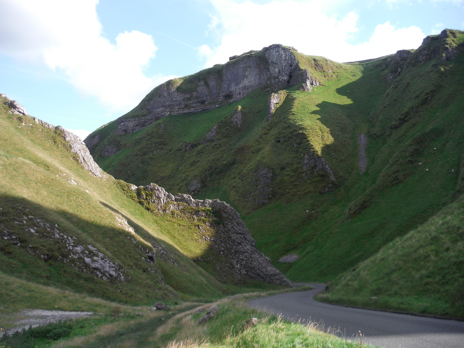 Winnats Pass SWC Walk 302 - Bamford to Edale (via Win Hill and Great Ridge) [Castleton Alternatives]