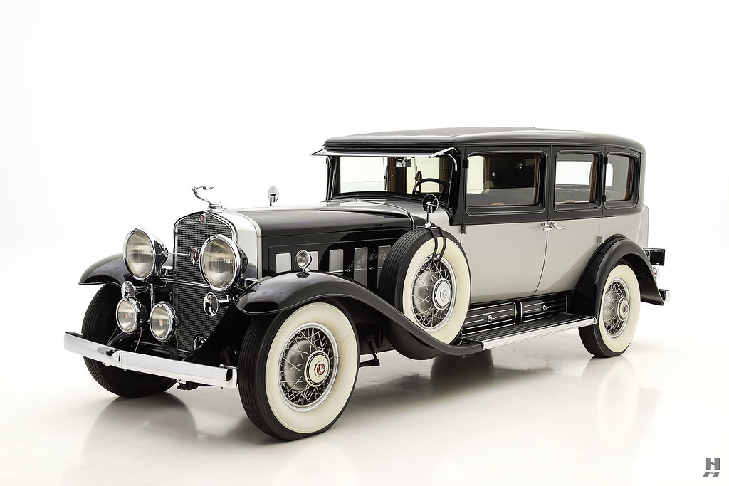 30006_C Cadillac Series 452 Fleetwood 452CI V16 3SPD Limousine_Black Silver