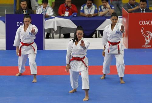 seis medallas marcó el inicio del karate en Managua 2017