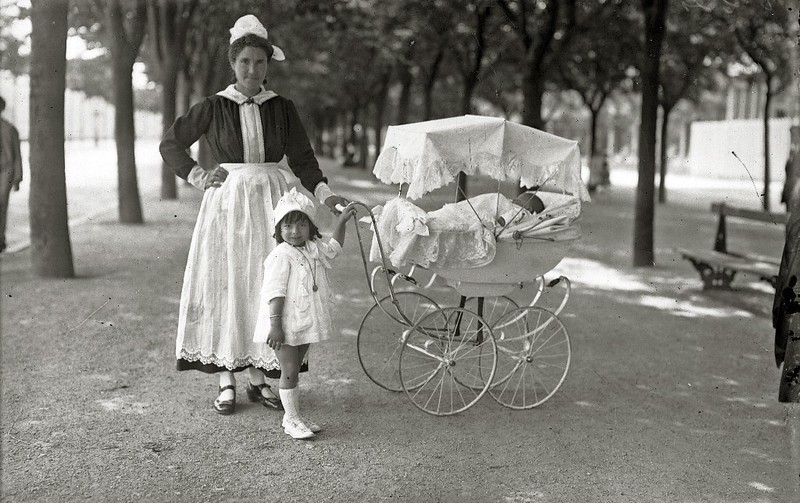 1917. Children with their Nanny on the Paseo de la Concha, San Sebastian, Spain