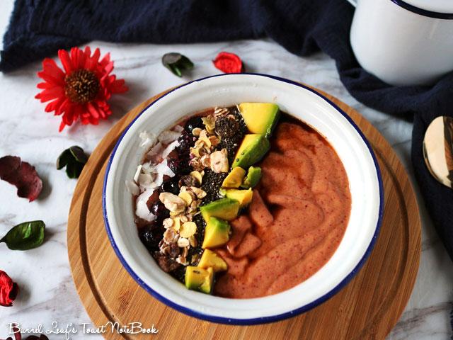 蔓越莓果昔碗 avocado-cranberry-smoothie-bowl-(2)