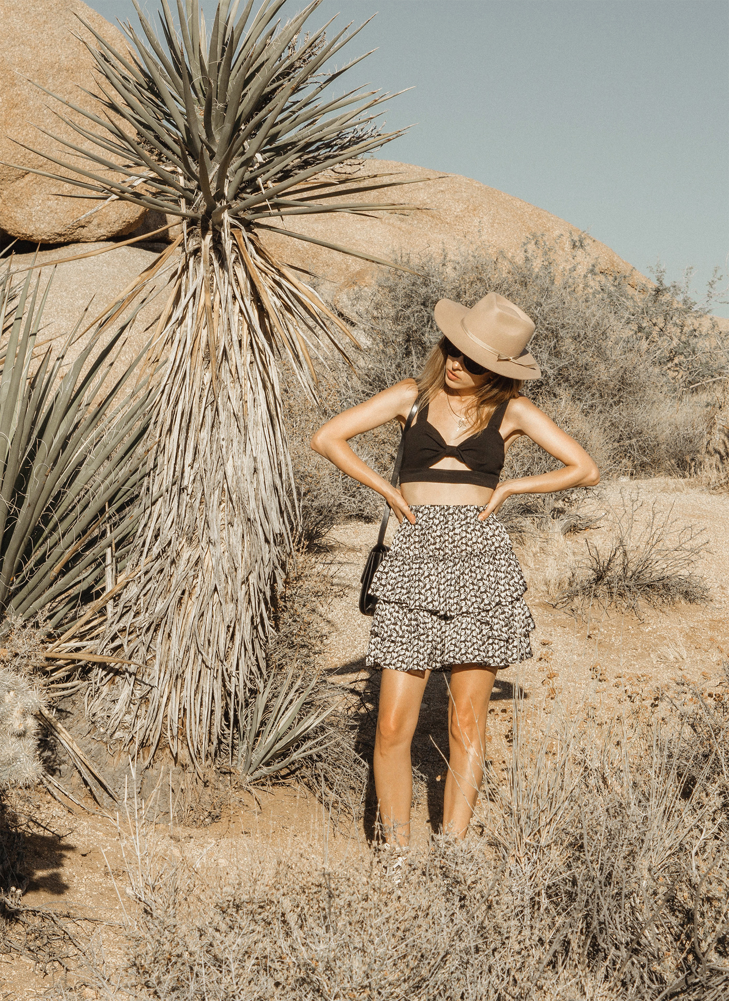 joshuatreepark_highwaistedskirt_lackofcolor_hat_thezulu_celinebox_california_blogger_17