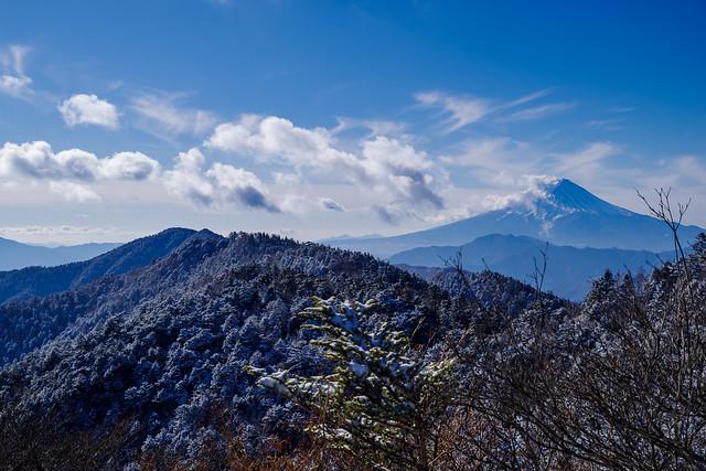 富士山とこれから向かう牛奥ノ雁ヶ腹摺山・黒岳@小金沢山