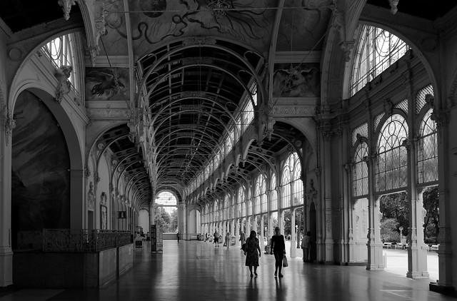 A walk under the colonnade