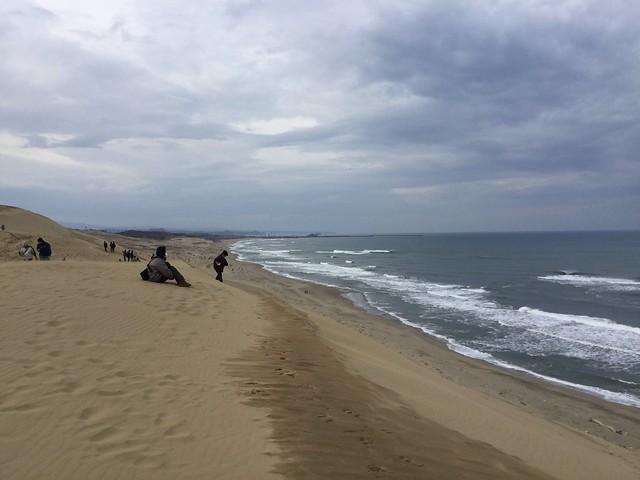 鳥取砂丘+日本海+たたずむ人