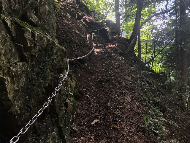 杖石 登山道 鎖場