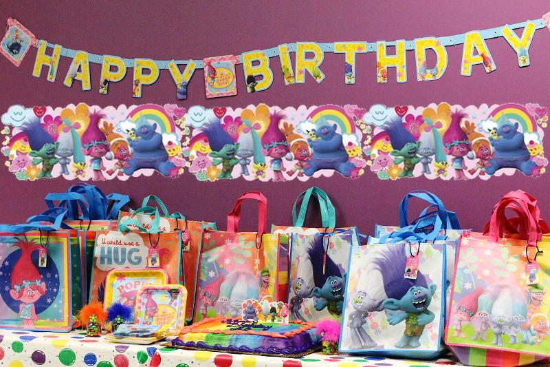 trolls-party-theme-poppy-cake-favors-19