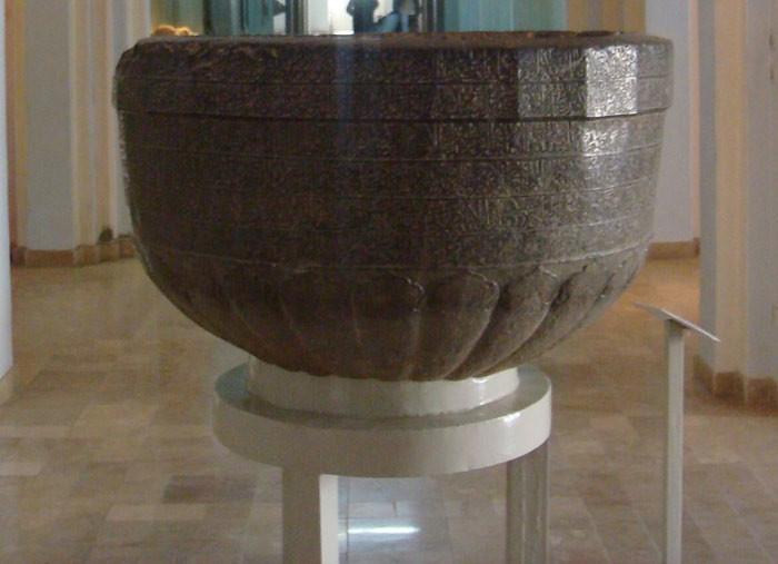 Mangkuk yang diduga sebagai mangkuk dana Sang Buddha berada di Museum Nasional Afghanistan di Kabul