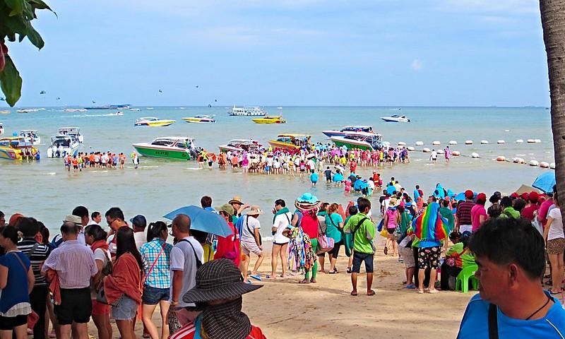 Many wonderful boats Pattaya Bay