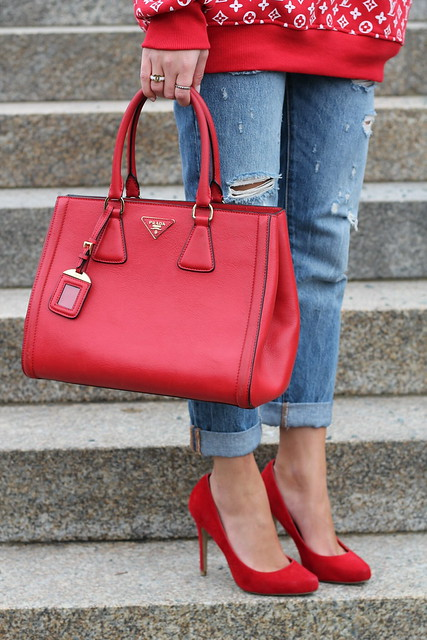 red-sweater-and-accessories-details-wiebkembg