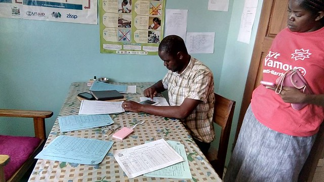 Completing the stock level questionnaire in Western Province