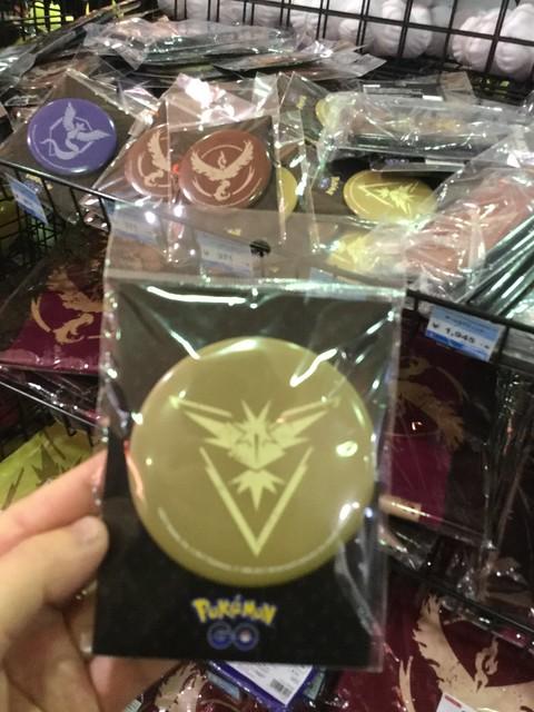 公式物販にて黄色チームのメダル