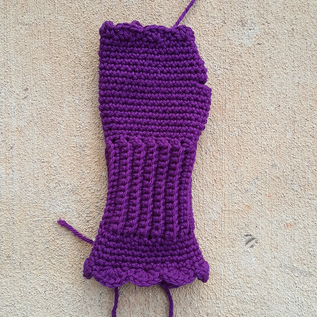 A crochet Victorian texting glove in need of a thumb