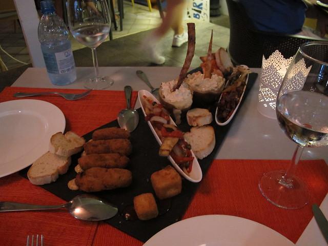 monday, tapas for dinner, puerto de mogán, gran canaria