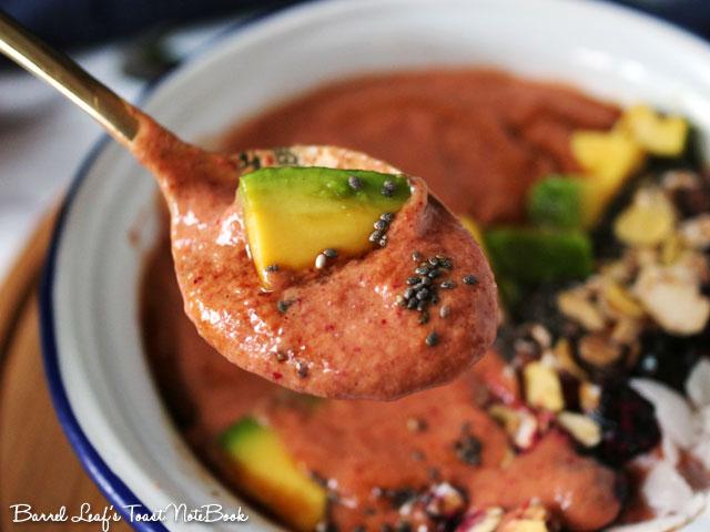 avocado-cranberry-smoothie-bowl-(6)