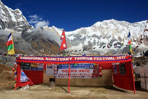 J22 : 12 octobre 2017 : 16ème jour du trek : du Camp de Base du Machapuchare (3700 m) au Camp de Base de l'Annapurna (4130 m) puis à Dovan (2600 m)