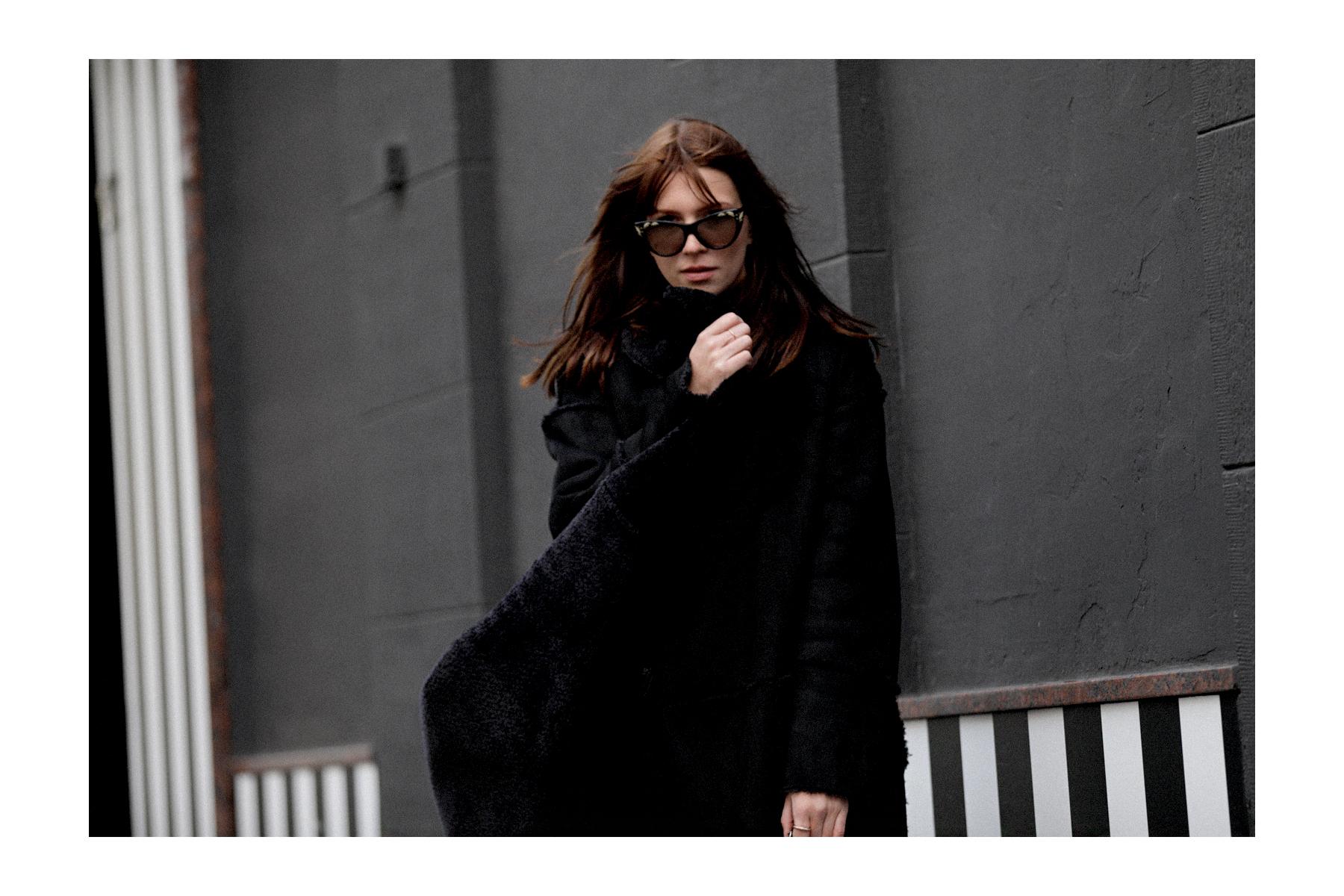 outfit black coat mango zara allblack allblackeverything winterlook fall winter fashion fashionblogger düsseldorf germany cats & dogs modeblog styleblog 2