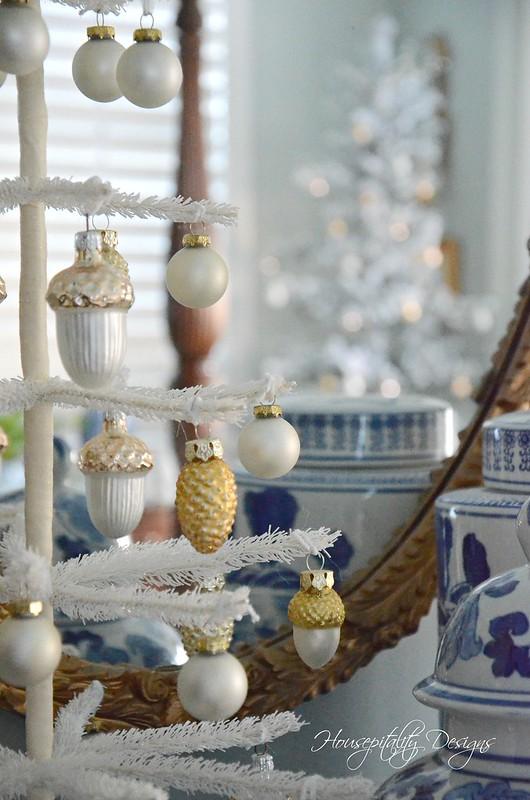 Christmas Master Bedroom-Housepitality Designs
