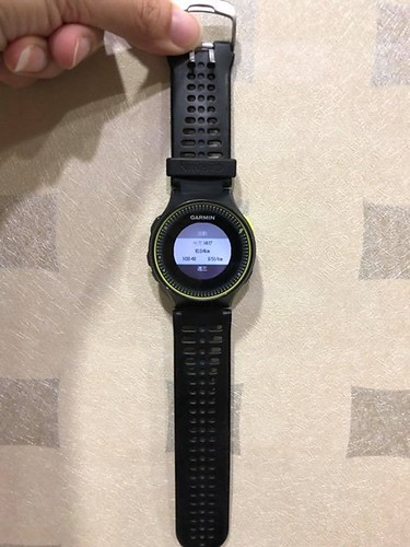【手帖365】Garmin 運動手錶 這支Garmin 225運動錶我也用了數年,當初因為想要記錄跑步速度心率等資訊,加上不想時時刻刻帶著手機,正好學妹牽線買下朋友的這支錶,這些年陪我度過大小征戰(最好有這麼多征戰),後來雖然還買了虛華的Apple Watch,但是這支Garmin手錶的多功能還是無法被取代,簡單來說較為省電穩定、可分析地形高度心率配速步頻⋯等等,最近還研究可下載Garmin sports的一些訓練計劃到手錶,今日早些的relive製作的跑步影片也是從Garmin匯過去的資料,而且平時就可