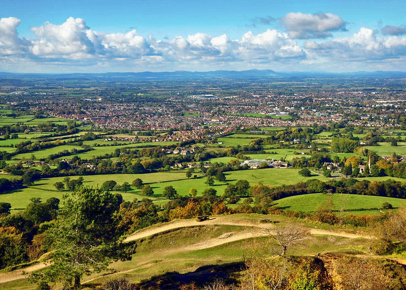 Cheltenham and the Malverns from Leckhampton Hill. Credit Nilfanion
