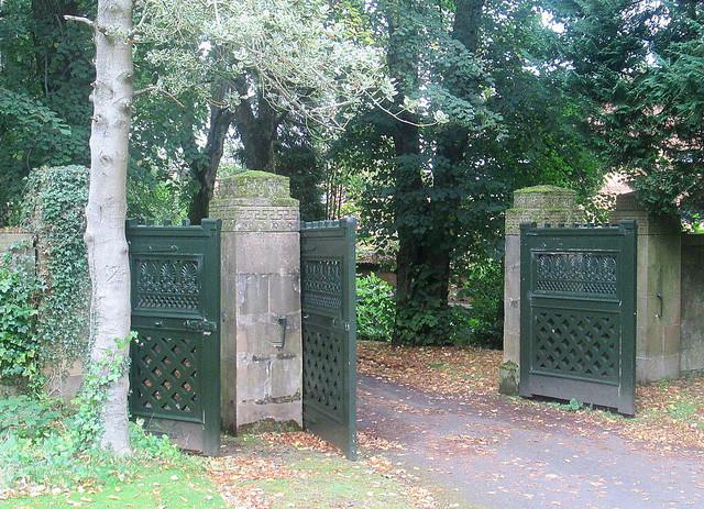 Holmwood House Gates