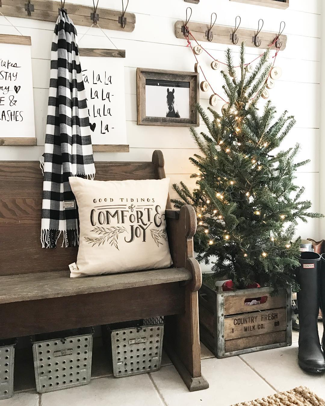 4 Ways to Decorate for Christmas on a Budget