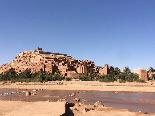 モロッコと言えばアイトベンハッドゥ いまでもここで暮らしている人が数家庭いるらしい
