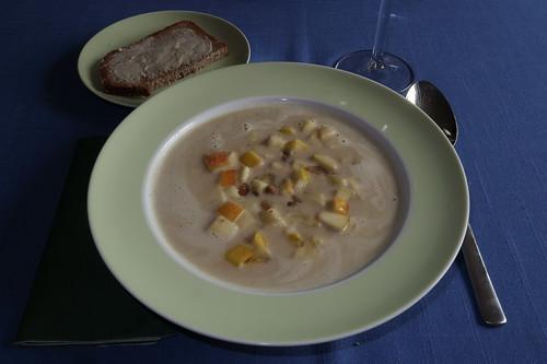 Kastanien-Suppe mit Apfel-Kastanien-Einlage