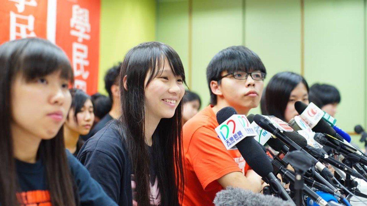 2016 年初,周庭、黃之鋒於學民思潮停運記者會(朝雲攝)
