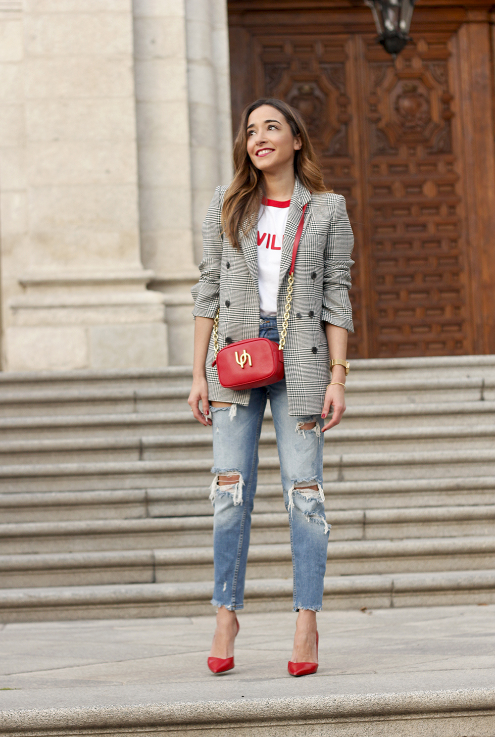 Prince of wales print blazer ripped jeans red heels uterqüe style trend fall outfit03