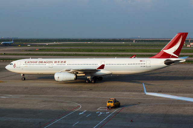 CATHAY DRAGON A330-300 B-LAB 002