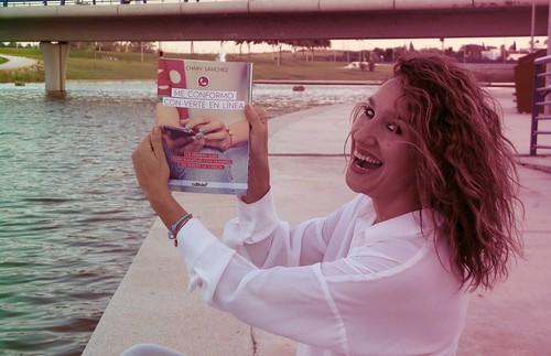 Chary Sánchez autora del libro sobre relaciones emocionales en whatsapp