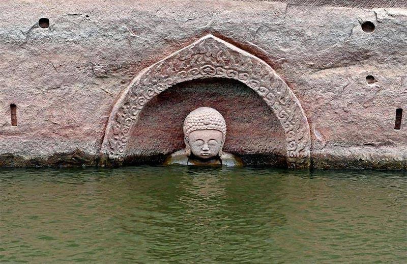Rupaka Buddha muncul di Waduk Hongmen di Daerah Nancheng di Kota Fuzhou, Tiongkok. Foto Facebook CCTV