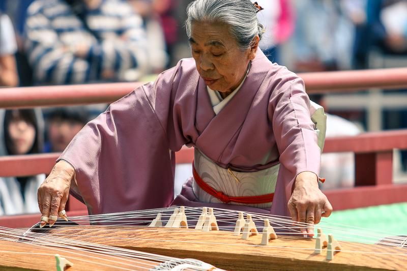 Koto player performing at Meiji Jingu Shrine
