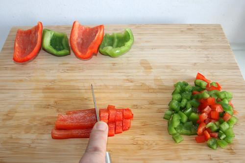26 - Paprika würfeln / Dice bell peppers